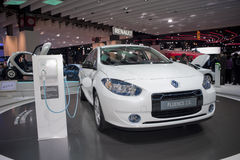 Auto mostra de Paris, carro elétrico de Renault fotos de stock
