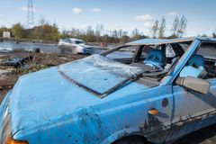 Auto na het omvergooien tijdens amateur het afdrijven gebeurtenis in Warshau royalty-vrije stock foto