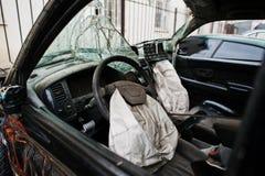Auto na ongeval Autobinnenland met luchtkussen na neerstorting Royalty-vrije Stock Foto's