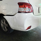 Auto na ongeval wordt gedeukt dat Stock Foto's
