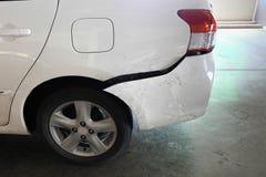 Auto na ongeval wordt gedeukt dat Stock Foto