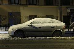 Auto nach dem Blizzard Stockbilder