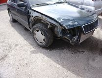 Auto nach einem Unfall ist defekt Lizenzfreies Stockfoto
