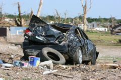 Auto nach Tornado Stockfotos