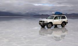 Auto nicht für den Straßenverkehr in Salt Lake Uyuni Bolivien stockfoto