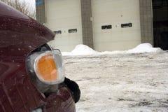 Auto Ongeval dat bij Garage wacht Royalty-vrije Stock Afbeeldingen