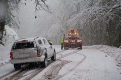 Auto ongeval in de sneeuw Stock Fotografie