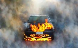 Auto op brand stock foto's
