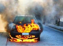 Auto op brand Stock Afbeelding