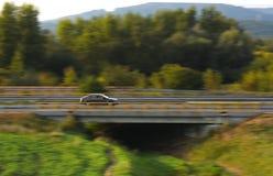 Auto op de weg stock afbeelding