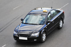 Auto op de weg royalty-vrije stock fotografie