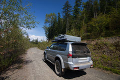 Auto op de weg royalty-vrije stock afbeelding