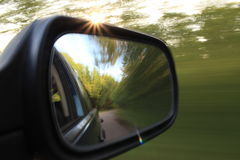 Auto op de weg met motieonduidelijk beeld Royalty-vrije Stock Foto