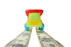 Auto op de weg van geld om te isoleren Royalty-vrije Stock Fotografie