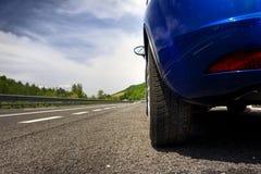 Auto op een weg Stock Fotografie
