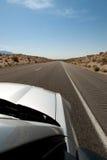 Auto op eindeloze weg Stock Foto