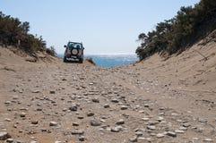 Auto op het strand Royalty-vrije Stock Afbeeldingen