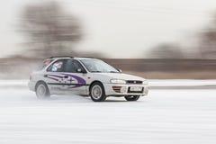 Auto op ijs in motie Stock Afbeelding