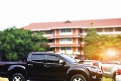 Auto op straat, Auto wordt op weg wordt geparkeerd geparkeerd die Stock Foto's