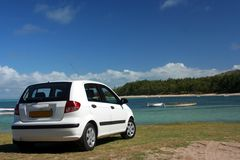Auto op strand Stock Foto