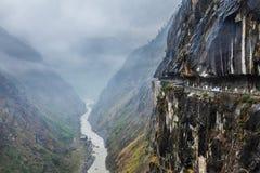 Auto op weg in Himalayagebergte Royalty-vrije Stock Foto