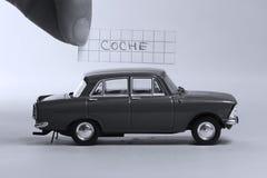 Auto ord som är skriftligt på ett stycke av papper, Coche i spanjor royaltyfri fotografi
