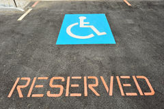 Auto-Parken für Handikap-Treiber stockfoto