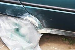 Auto pintura Reparação de automóveis Carro velho fotos de stock