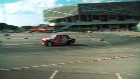 Auto, ras, de concurrentie, rook, motor, weg, sport, wiel, asfalt, auto, onduidelijk beeld, brandwond, doorsmelting, snelle belem stock videobeelden