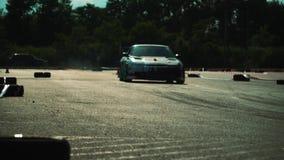 Auto, ras, de concurrentie, rook, motor, weg, sport, wiel, asfalt, auto, onduidelijk beeld, brandwond, doorsmelting, snelle belem stock video