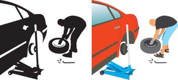 Auto reparo. auto pneu puncionado em mudança Fotos de Stock Royalty Free