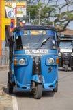 Auto riksza lub tuk-tuk na ulicie Matara Najwięcej tuk-tuks w Sri Lanka są nieznacznie zmodyfikowanym indianina Bajaj modelem, im obraz stock