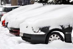 Auto's bij sneeuw Stock Afbeelding