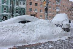 Auto's in de sneeuw Royalty-vrije Stock Fotografie