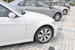 Auto's die in lijn parkeren Royalty-vrije Stock Foto's