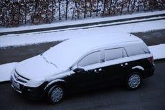 Auto's die met sneeuw worden behandeld Royalty-vrije Stock Foto's