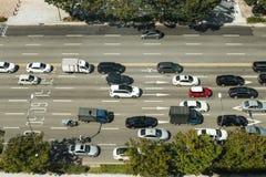 Auto's die op Koreaanse die wegen lopen van de hemel worden gezien Stock Afbeeldingen
