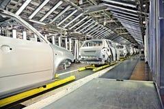Auto's in een rij bij autoinstallatie Royalty-vrije Stock Foto