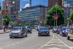 Auto's in een straat Royalty-vrije Stock Afbeeldingen