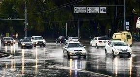 Auto's en regen Stock Afbeelding