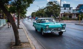 Auto 50s in Havana Lizenzfreie Stockfotos