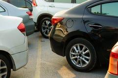 Auto's in het parkeerterrein Stock Foto