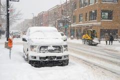Auto's met sneeuw in Montreal worden behandeld dat royalty-vrije stock afbeelding