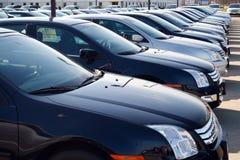 Auto's in nieuwe autopartij Royalty-vrije Stock Afbeeldingen