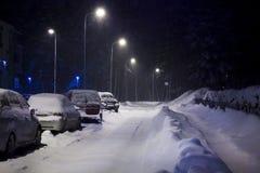 Auto's onder sneeuw Stock Afbeeldingen
