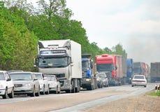 Auto's op asfalt Stock Afbeeldingen