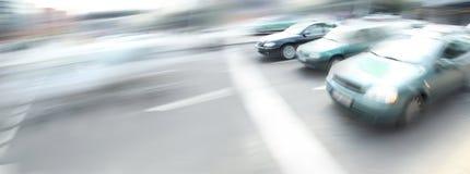 Auto's op de stadsstraat royalty-vrije stock afbeelding