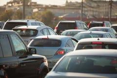 Auto's op de weg stock fotografie