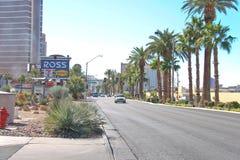 Auto's op de weg in het centrale deel van stad in Las Vegas, Nevad Stock Foto's