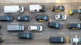 Auto's op de weg hierboven wordt gezien die van royalty-vrije stock fotografie